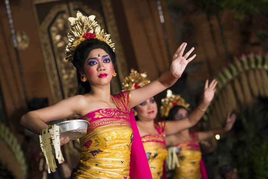 Traditional dances (Legong and Barong)